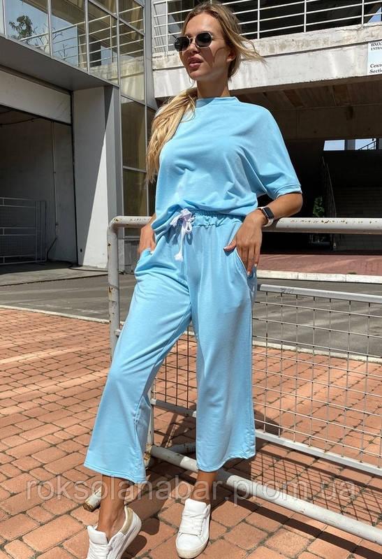 Спортивный летний костюм голубого цвета