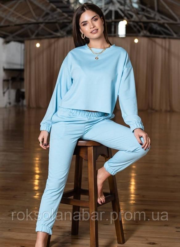 Красивый спортивный костюм бірюзового цвета