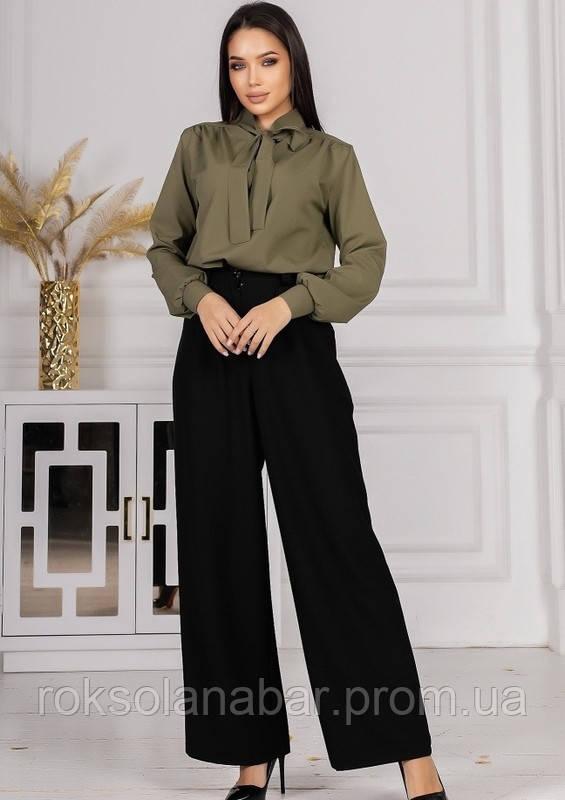 Костюм зі штанами з високою талією і блузою кольору хакі