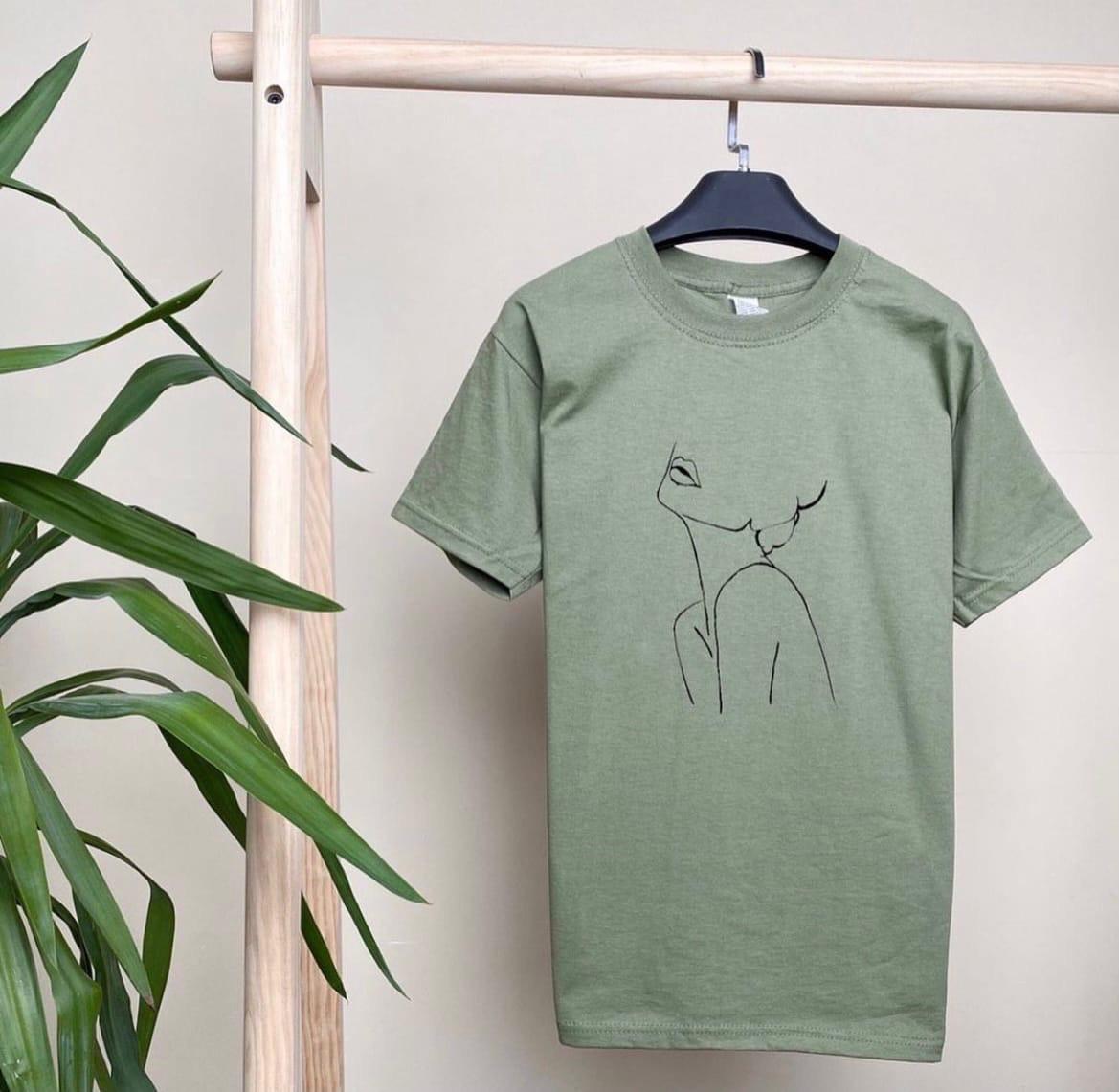 Крута жіноча футболка «Дівчина»