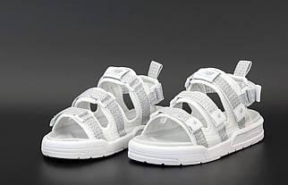 Чоловічі білі сандалі New Balance