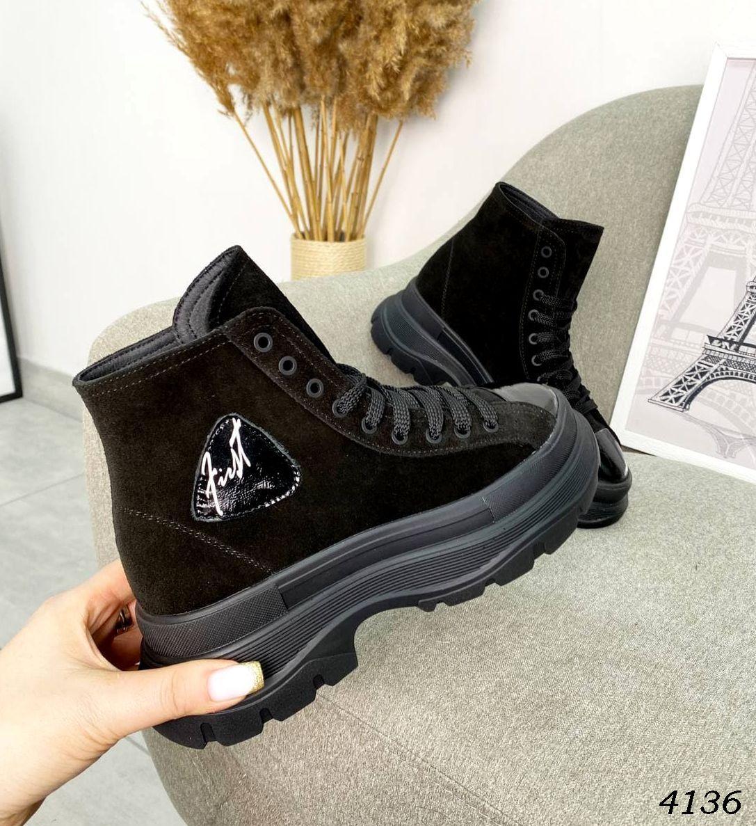 Замшеві черевики на низькому ходу 36,37,38,40 р чорний