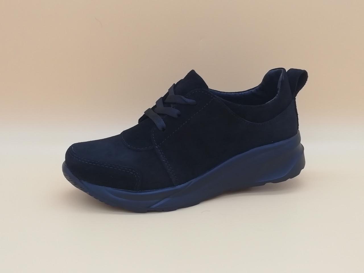Чорні туфлі на танкетці. Україна. Маленькі розміри ( 33 - 35 ).