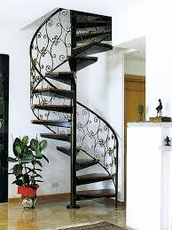 Лестница между