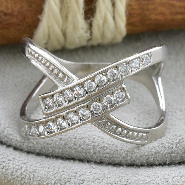 Серебряное кольцо Сатурн гламурный вставка белые фианиты вес 2.9 г размер 20