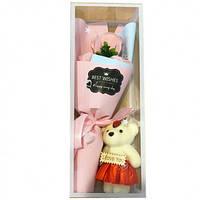 Розы из мыла с мишкой Best Wishes букет в подарочной упаковке с мягкой игрушкой 3 цветка Pink