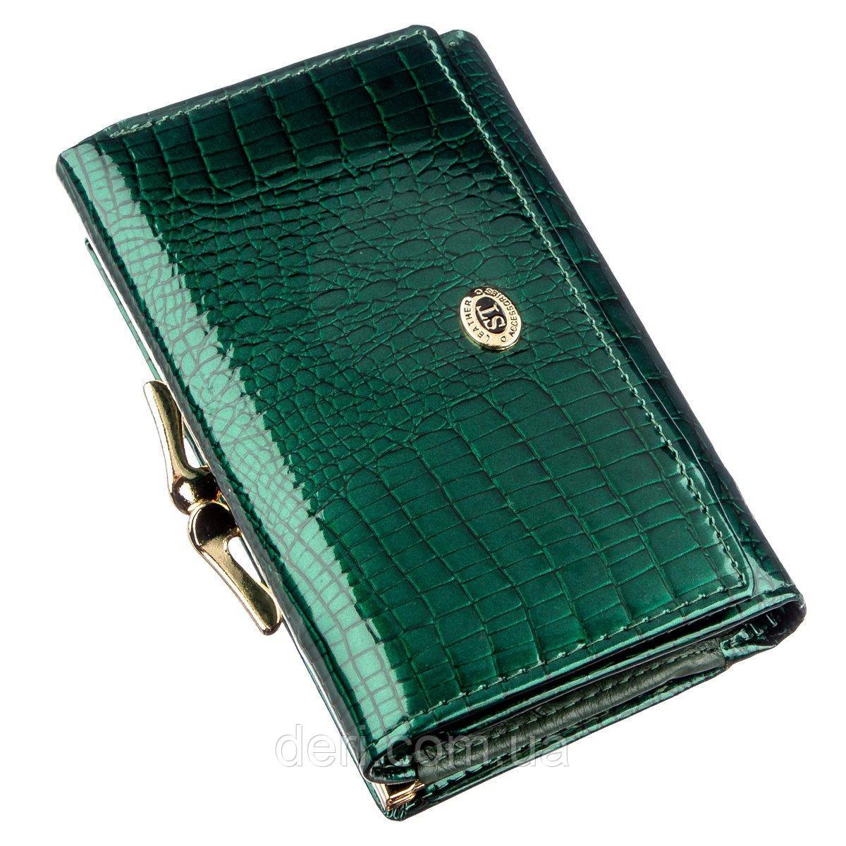 Вместительный женский кошелек на кнопке зеленый