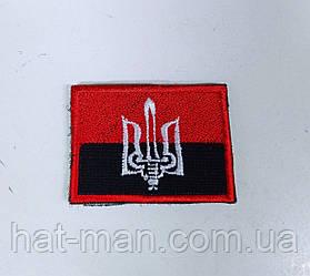 Шеврон на липучці: червоно-чорний прапор з тризубом