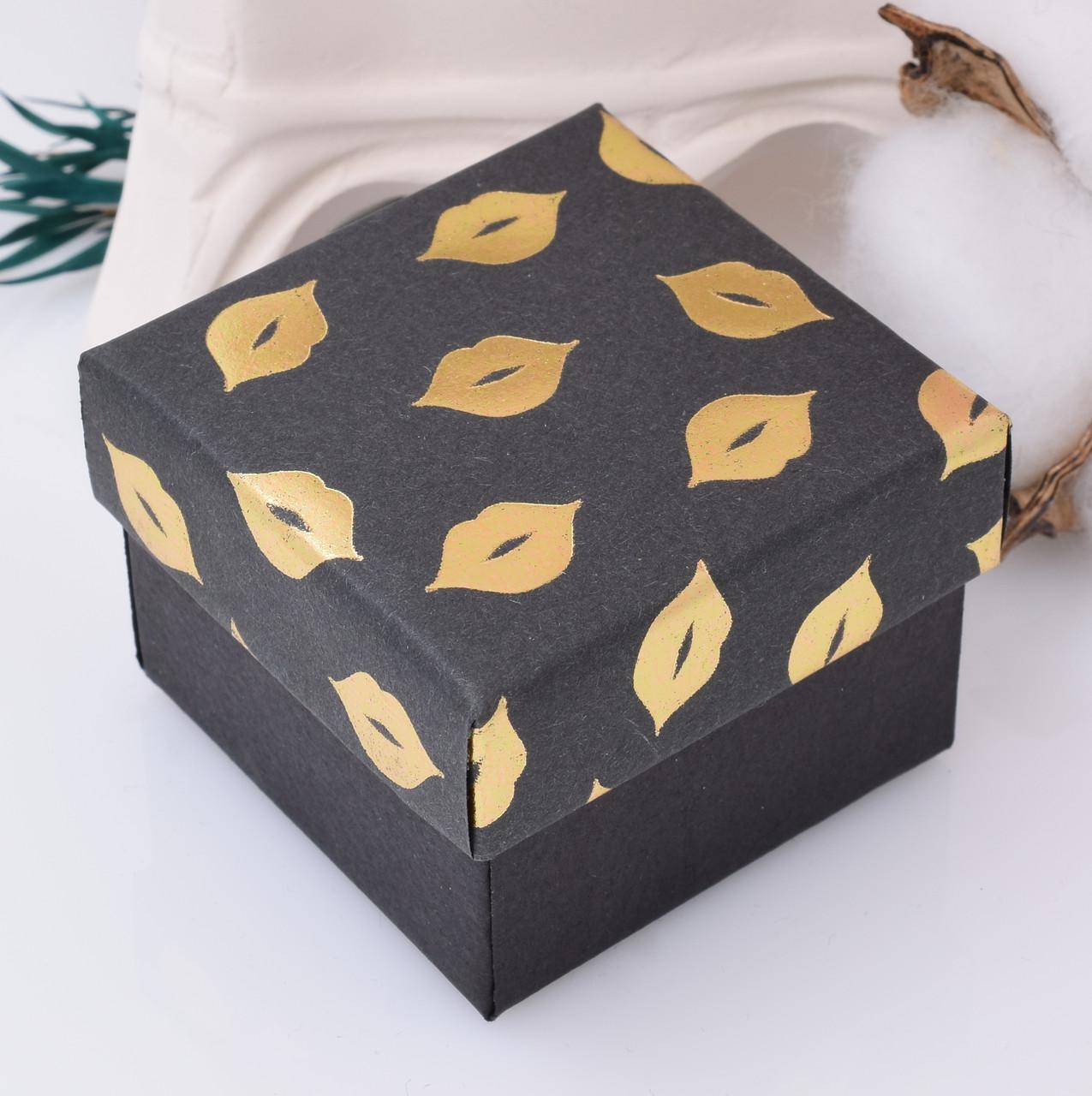 Коробочка маленькая для кольца серег 741174 цвет черный с золотым размер 5х5 см