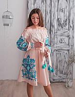 Жіноче плаття з вишивкою і оголеними плечима