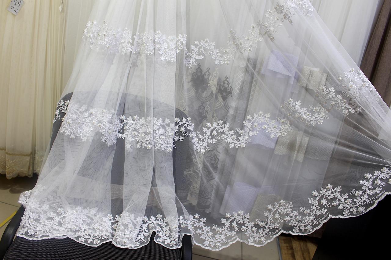 Тюль біла з вишивкою по низу рядами з перлами