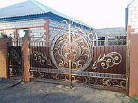 """Дворовые ворота и калитка с кованым рисунком. Ручная эксклюзивная ковка. Покраска краской """"Hammerite""""."""