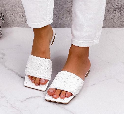 Шльопанці жіночі білі квадратний носок еко шкіра