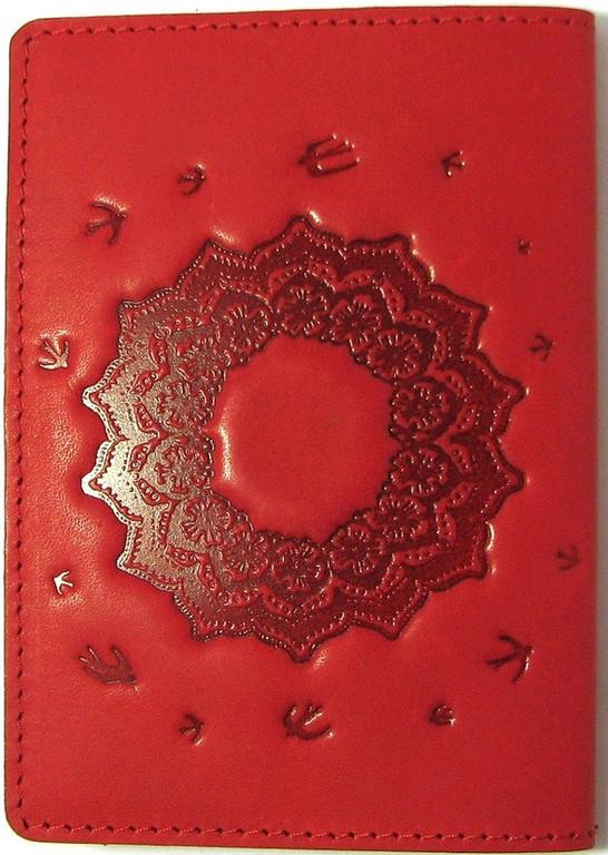 """Кожаная обложка на паспорт - """"Украиночка"""" (красный) - 220 грн. обратная сторона"""