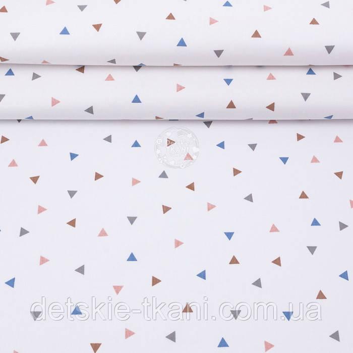"""Поплин шириной 240 см """"Треугольники: коричневые, серые, синие"""" на белом фоне (№3314)"""