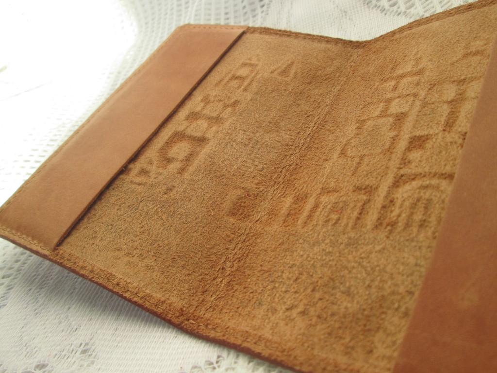 Кожаная обложка на паспорт - вид изнутри. Только натуральная 100% качественная кожа.