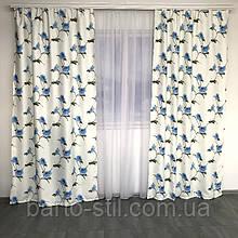 Комплект штор з голубими квітами.Пошитий на тисьму. 2 штори по 1.5м висота 2.7м