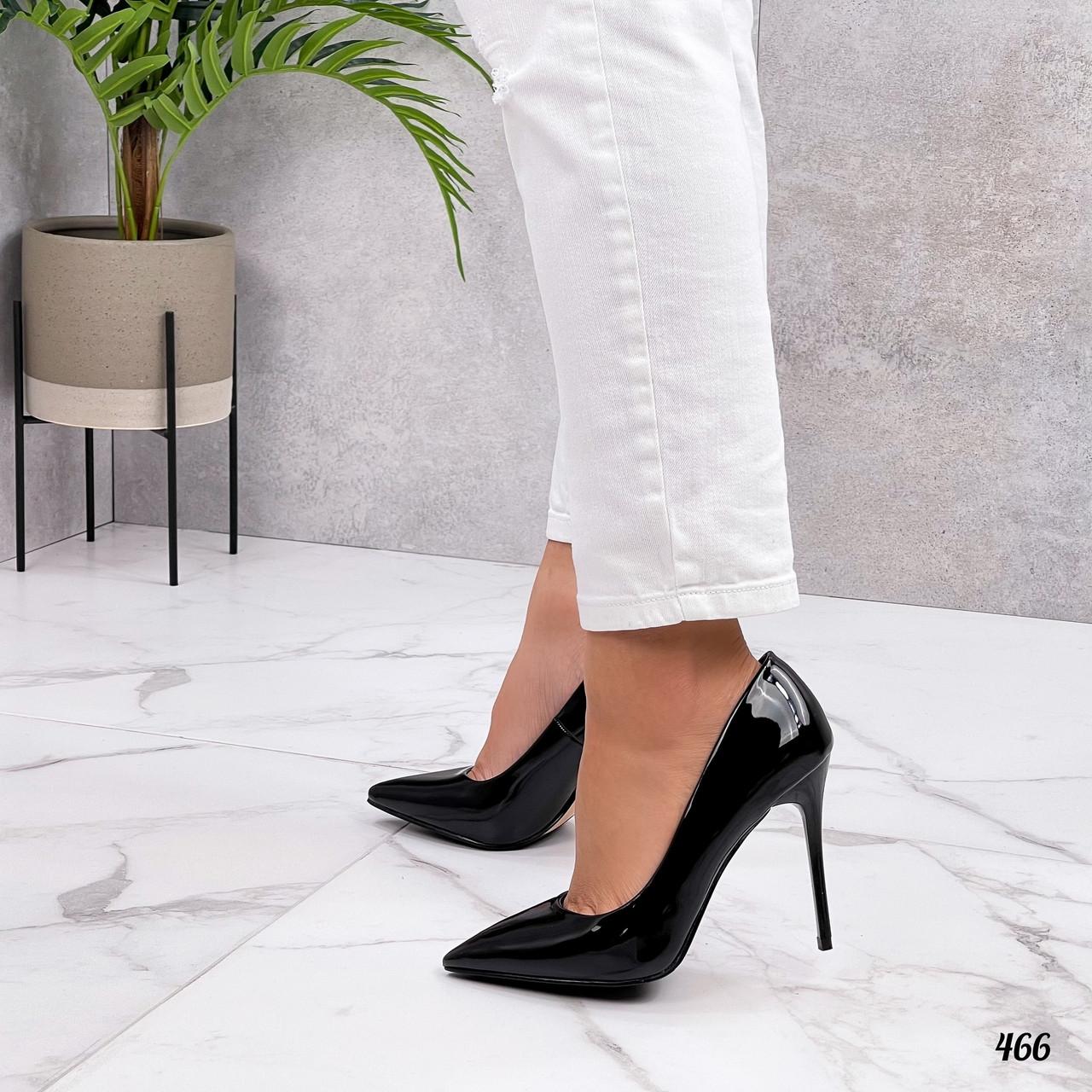 Черные лакированные туфли лодочки