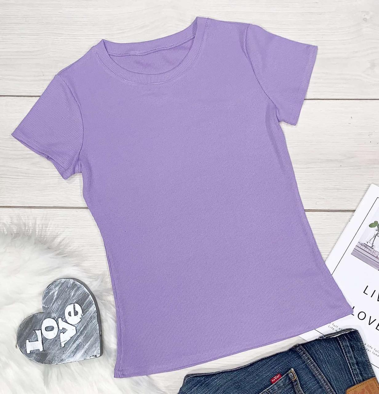 Стильна жіноча футболка лавандового кольору.