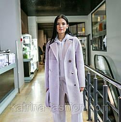 Женское качественное сиреневое фабричное демисезонное шерстяное прямое пальто с поясом