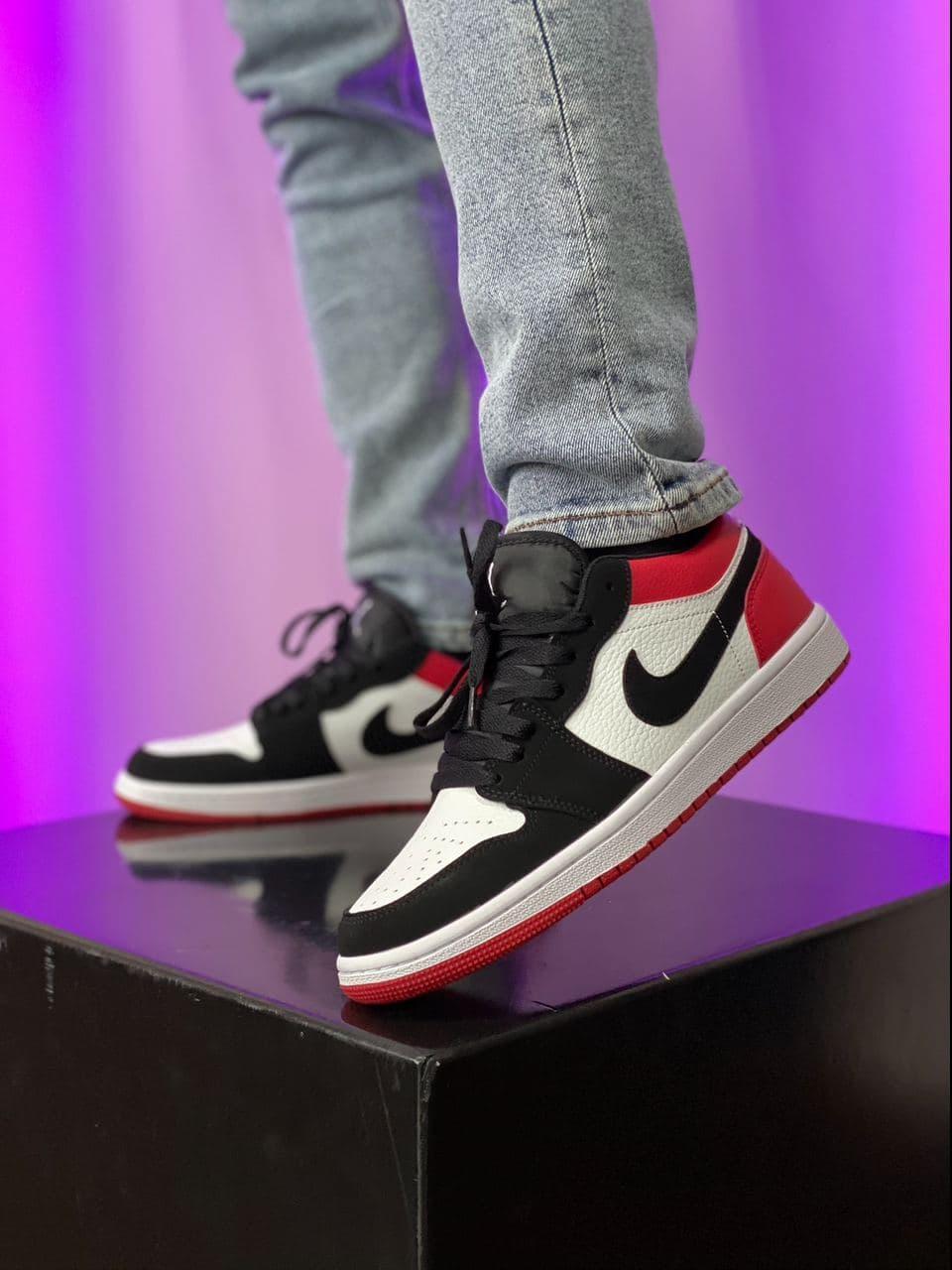 Баскетбольні кросівки Air Jordan 1 Retro Low Black/Red