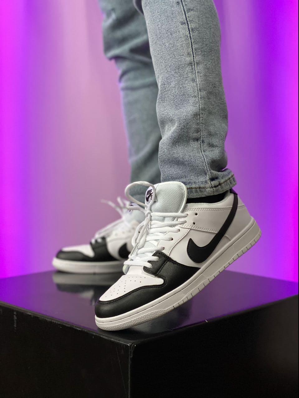 Баскетбольні кросівки Air Jordan 1 Retro Low Black/White