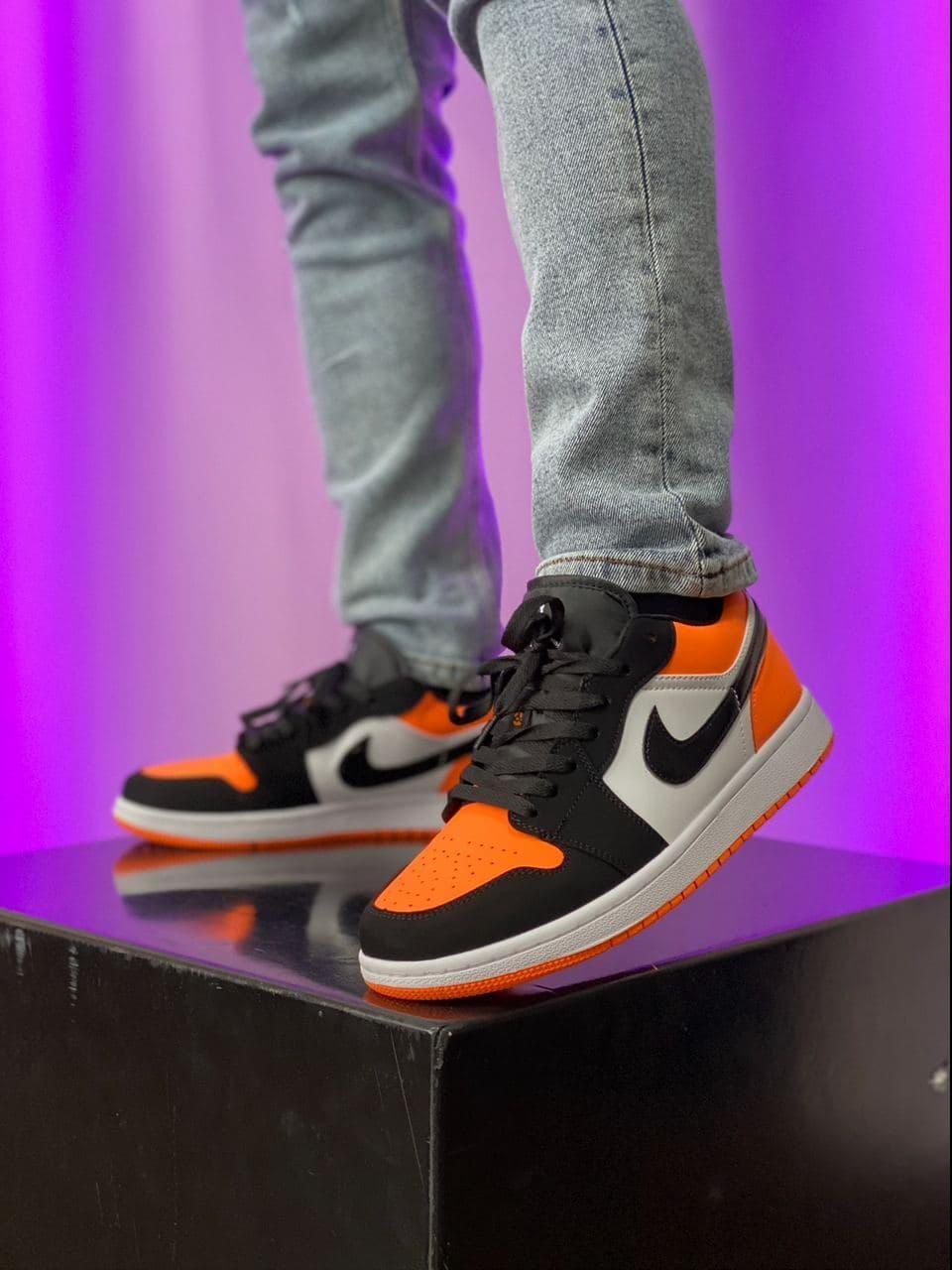 Баскетбольні кросівки Air Jordan 1 Retro Low Black/Orange