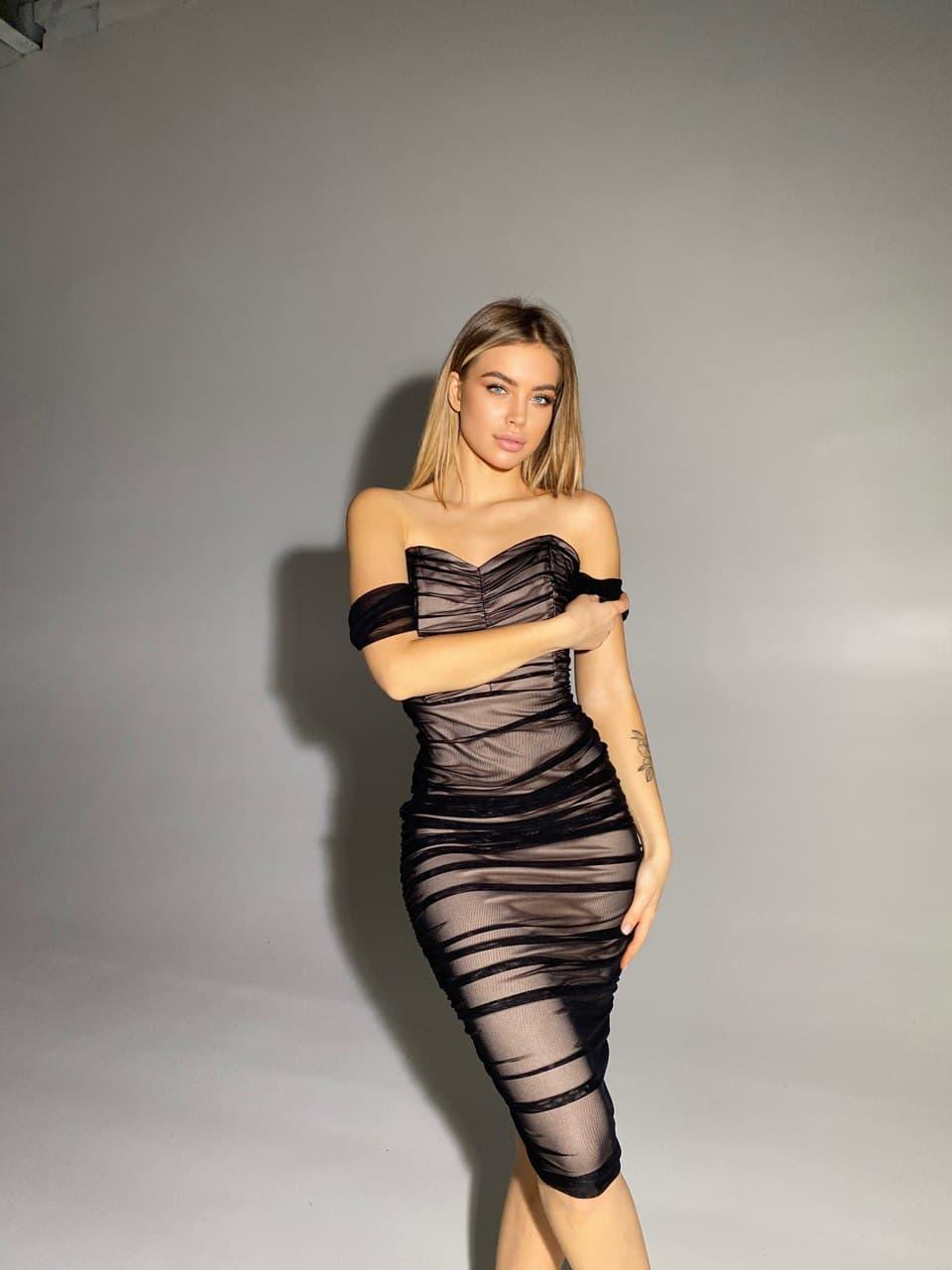 Сукня з чорної сітки на підкладці з відкритими плечима і довжиною міді (р. S-М, M-L) 66032099Q