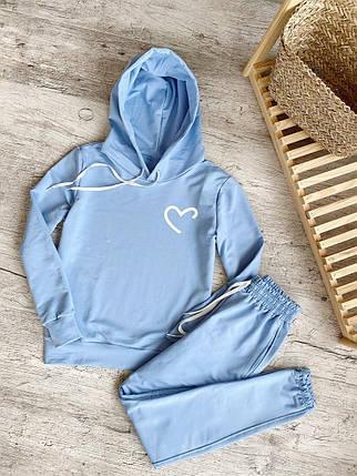 Жіночий костюм блакитне худі з принтом Недорисованное серце і блакитні штани, фото 2