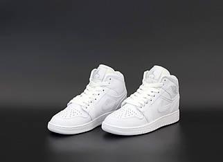 Жіночі білі кросівки Nike Air Jordan 1 Retro