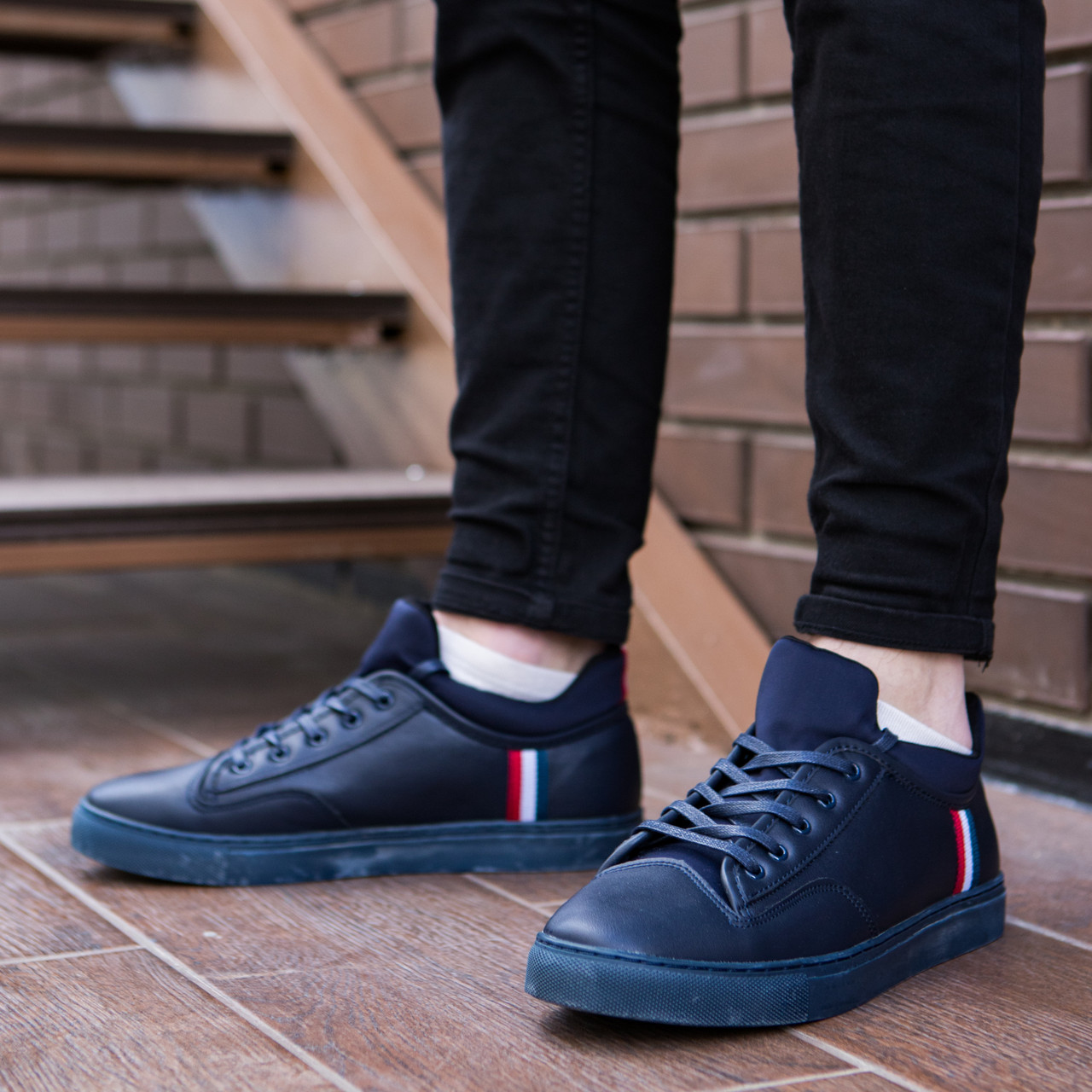 Кросівки чоловічі Armani сині. Стильні чоловічі кросівки Армані темно-синього кольору.