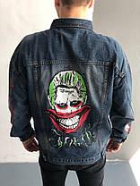 Мужская синяя джинсовая куртка с принтом и нашивкой, фото 2