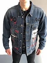 Мужская синяя джинсовая куртка с принтом и нашивкой, фото 3