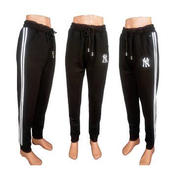 Спортивные штаны женские на манжете.