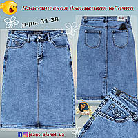 Модная джинсовая юбка классической длины со шлицей голубого цвета