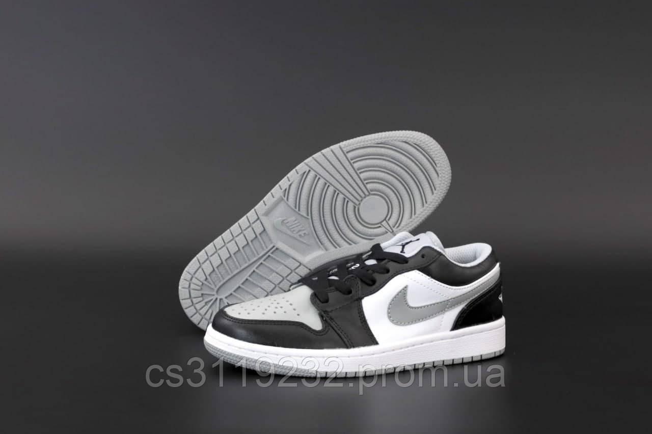 Жіночі кросівки Nike Air Jordan 1 Low Grey White (сірий) Найк Джордани