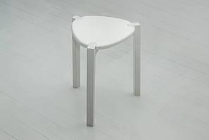 Дерев'яний табурет Мікс-меблі Фінський білий трикутне тверде сидіння