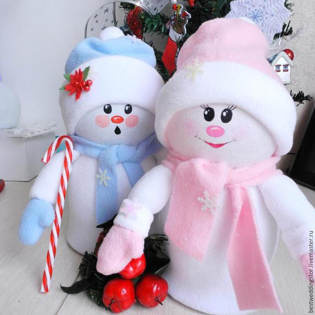 Делаем забавные игрушки «Снежка и Снежок» из флиса и пластиковых бутылок