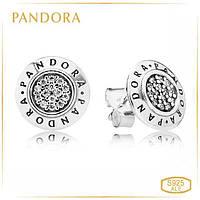 Пандора Серьги-пусеты из серебра с логотипом Pandora 290559CZ