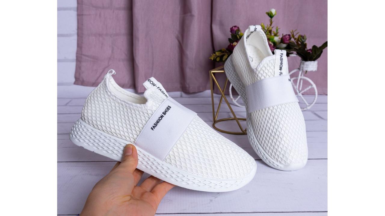 Женские кроссовки белые трикотажные стиль Adidas Runner спортивные гибкие 36-41