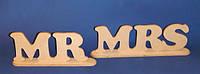 """Слова """" MR """" и """" MRS """" на подставке №1"""
