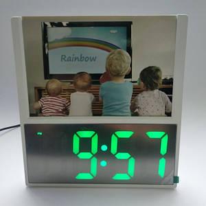 Электронные проводные настольные цифровые часы DS 6608 с фоторамкой Белые зелёная подсветка