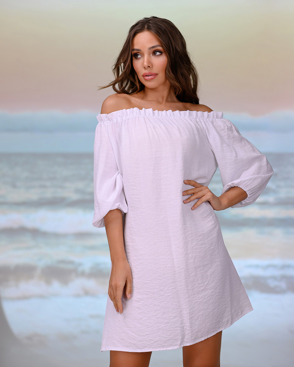 Коротка пляжна туніка зі спущеними плечима . Колір білий. Розмір 46-48