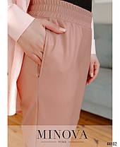 Ультрамодные женские брюки из эко-кожи цвет пудра, размер от 42 до 48, фото 3
