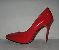 Туфли женские стильные на шпильке лаковые красные