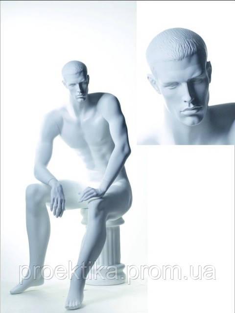 Манекен мужской белый сидящий