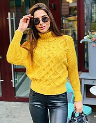 Женский желтый вязаный свитер с узором косичкой