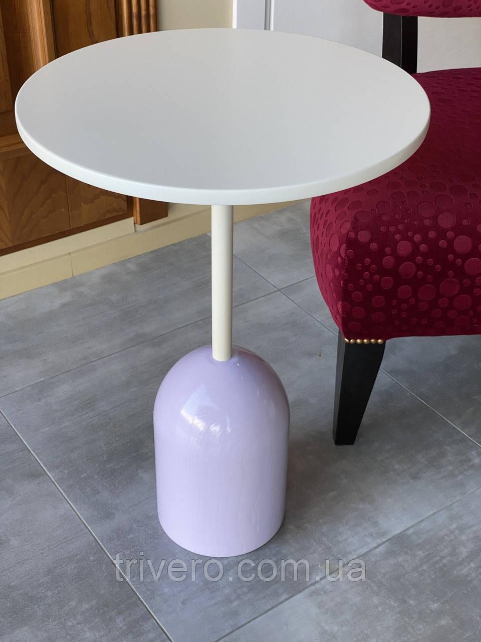 Маленький кавовий столик на одній опорі