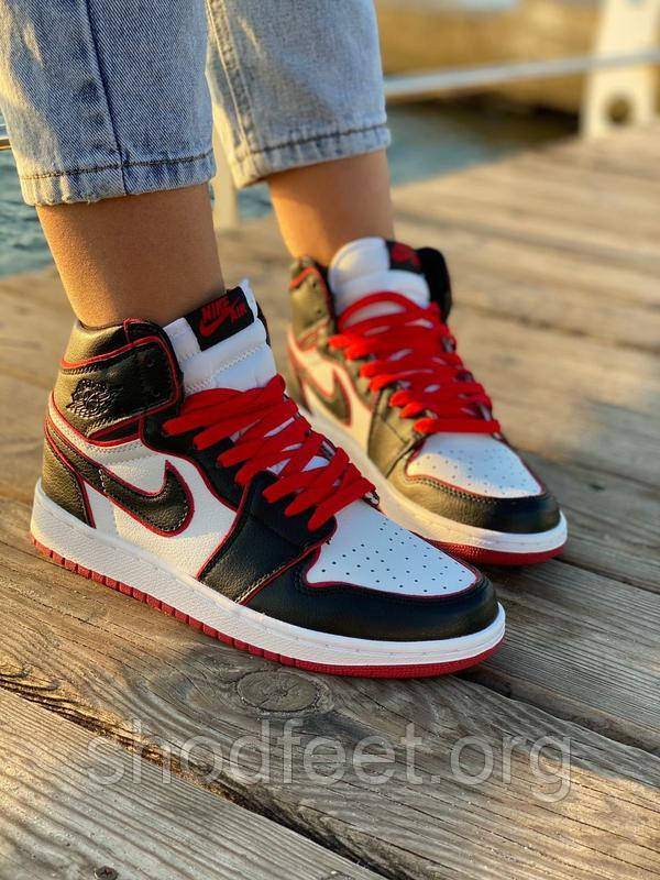 Чоловічі кросівки Air Jordan 1 Retro Bloodline