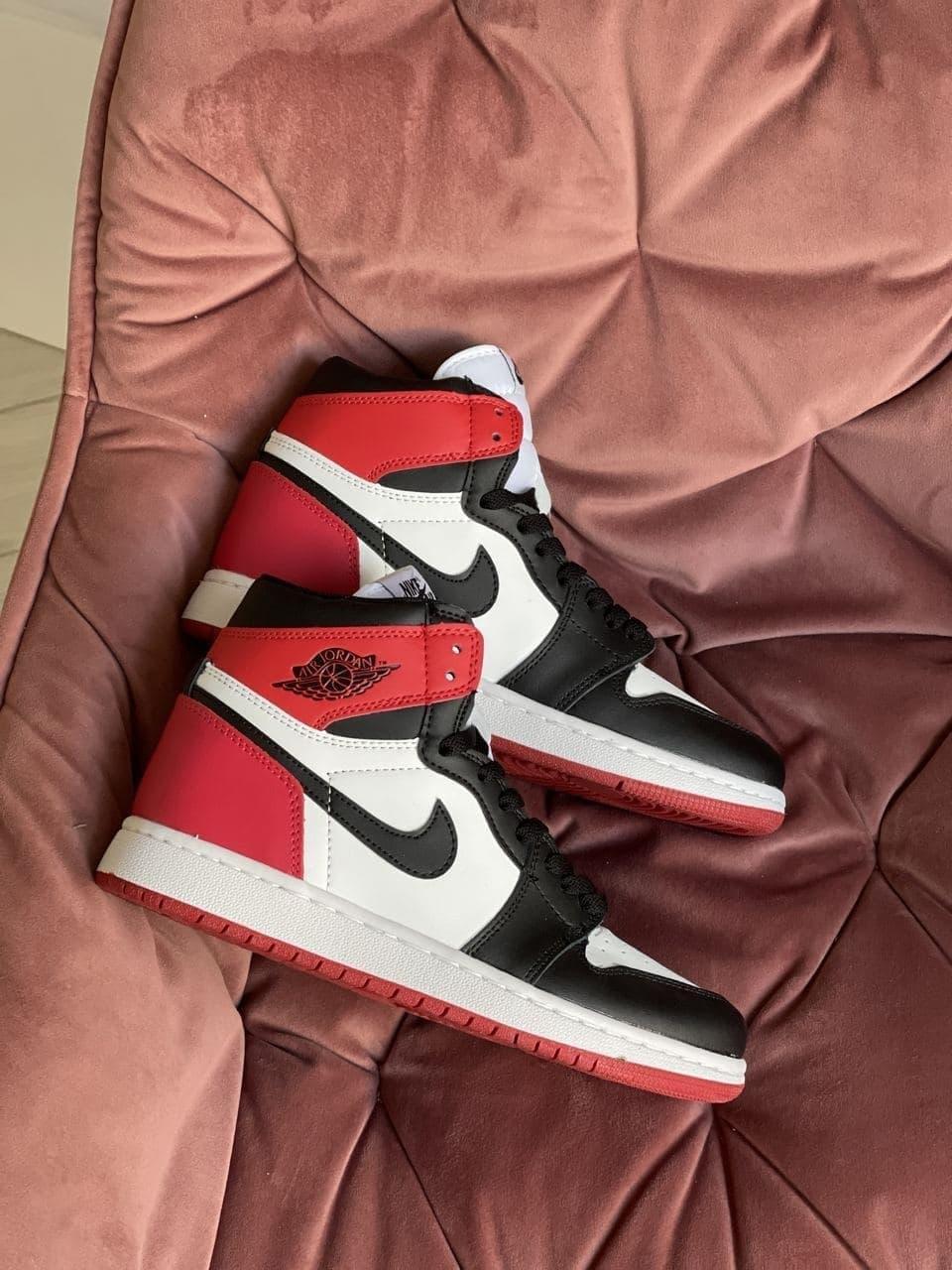 Кроссовки Nk Jordan 1 белые с черным \ красные